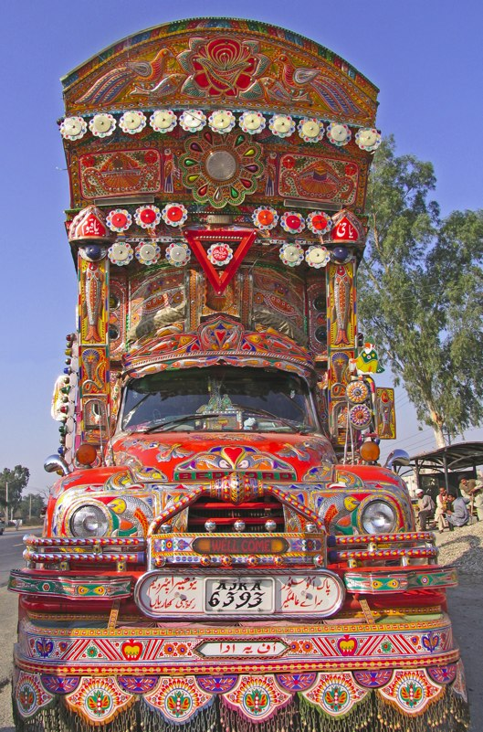 truck culture of pakistan In pakistan, truck drivers decorate their vehicles to express their personalities and religious views.