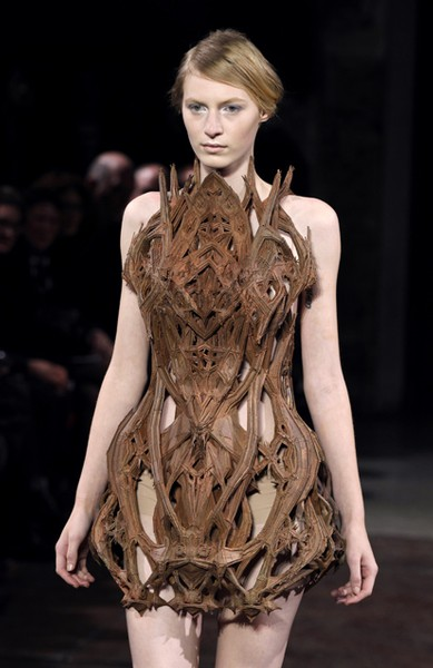 3D-printed-dress-Iris-van-Herpen
